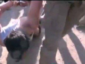 IŞİD Suriyeli askerin kafasını kesti