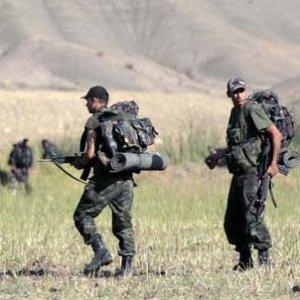 Şırnak'ta askere bomba attılar