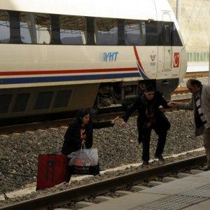 Hızlı tren seferleri durdu