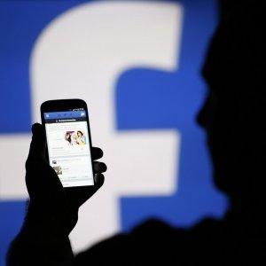 Çekici erkek profiliyle Facebook'ta kadın avı
