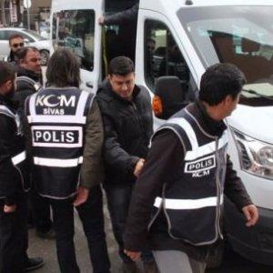 Yasadışı dinlemede 5 polis tutuklandı