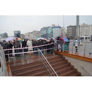 Taksim metrosuda durdu