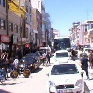 AKP'ye taşlı yumurtalı saldırı