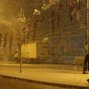 Bu fotoğraf dün gece çekildi ! Nisan'da kar...