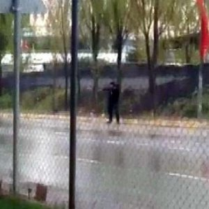 Özel güvenlik polise ate�