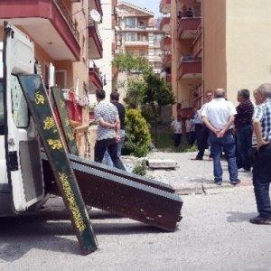 Polis memuru cinnet getirdi: 3 ölü