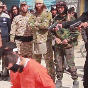 IŞİD katliamı çocuklara izletti