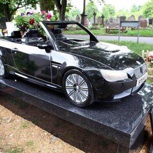 İnanılır gibi değil; otomobil değil mezar taşı !