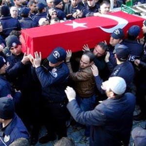 Şehit cenazesinde ağlatan soru