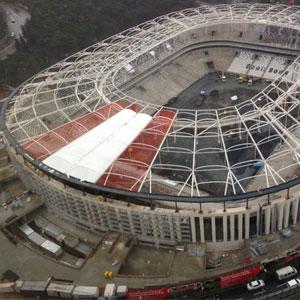Stadın çatısı taraftarları şaşırttı !
