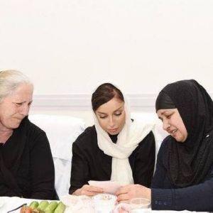 Azerbaycan First Ladysi Şehit Annelerin Önünde, Göz Yaşlarına Hakim Olamadı