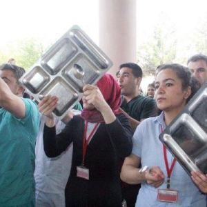 Şanlıurfa'da Hastane Çalışanlarından Protesto