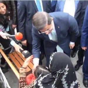 Başbakan Davutoğlu, Sultanahmet'te Köfte Yedi