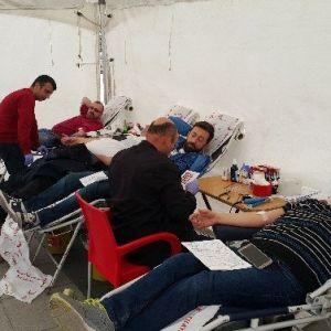 Polisler, Kan Vererek Haftalarını Kutladı