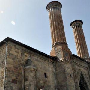 Vakıflar'dan Çifte Minareli Medrese'ye Döşenen Borularla İlgili Açıklama