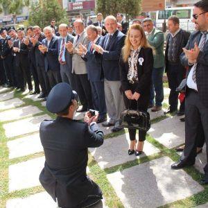Polis Memuru, Törende Kız Arkadaşına Evlenme Teklif Etti