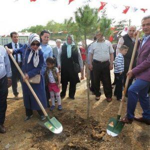Kadıllı İlkokulu'nda 500 Fidan Toprakla Buluştu