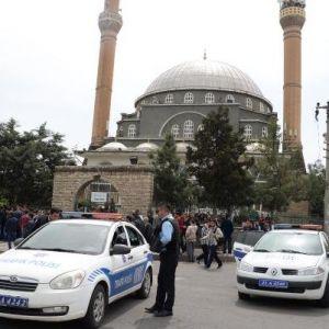 İslami Stk'lar, Diyarbakır'da İptal Edilen Lgbt Panelini Protesto Etti