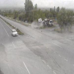 Üzümlü'deki Kazalar Mobese Kameralarına Yansıdı
