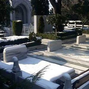 Mezar yerleri ev fiyatlarına fark attı !