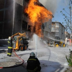 Eskişehir'de İş Makinesi Doğalgaz Borusunu Patlattı, 7 Kişi Hastaneye Kaldırıldı