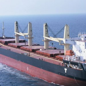 Türk gemisi korsanların saldırısına uğradı !