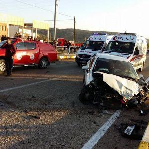 Elmalı'da Otomobiller Çarpıştı: 2 Ölü, 5 Yaralı