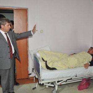 Bitlis Valisi Çınar Yaralı Askerleri Hastanede Ziyaret Etti