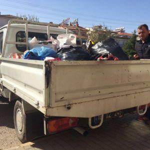 Burhaniye'de İmam Hatiplilerden Giysi Yardımı