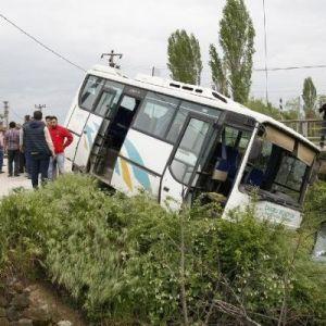 Midibüs Yoldan Çıktı: 11 Yaralı