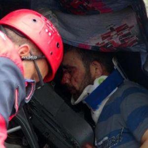 Tır'a Çarpan Kamyonun Sürücüsü Yaralandı