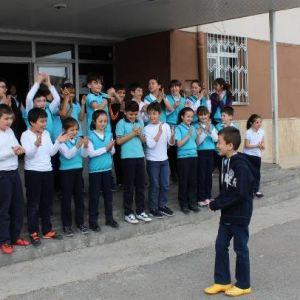 Arkadaşları Emir'in Okula Dönüşünü Kutladı