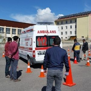 Ambulans Şoförlerine Sürüş Teknikleri Eğitimi Verildi