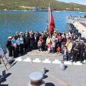 Foça Deniz Üssü'nde Polis Memurları Ve Aileleri Ağırlandı