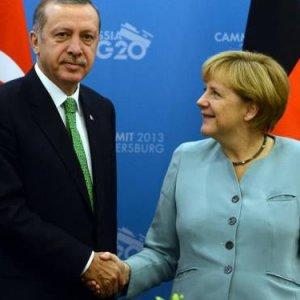 """""""Erdoğan Merkel'i köşeye sıkıştırdı"""""""