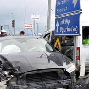 AK Parti Belediye Başkanı kaza yaptı !