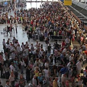 Hollanda'da havalimanında bomba alarmı !