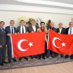 Kula Ve Selendi'deki Muhtarlara Türk Bayrağı