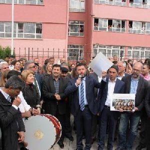Halk oyununa 'zina' diyen müdür yardımcısı protesto edildi