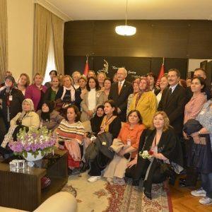 """Kılıçdaroğlu'ndan Eskişehirli Kadınlara 'Beraberliğinizi Hiç Bozmayın"""" Tavsiyesi"""