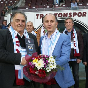 Trabzonspor'un efsanelerine plaket verildi