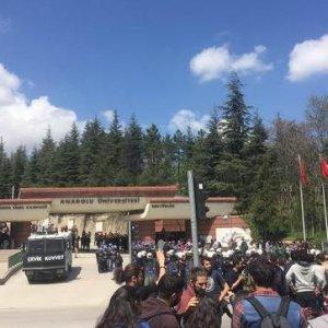 Üniversite kampüsü fena karıştı: 9 yaralı