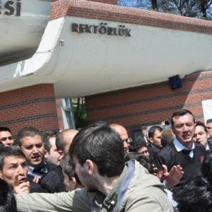 Anadolu Üniversitesi'nde Öğrencilerle Özel Güvenlik Görevlileri Arasında Kavga: 6 Yaralı