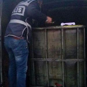Minibüste 3 Bin Litre Kaçak Akaryakıt Ele Geçirildi