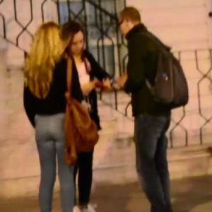 Sosyal Deney İçin Para İsteyen Üniversitelilere, Gençler Yardım Etti