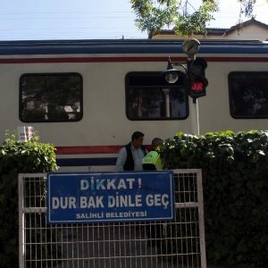 Yaya Geçidinde Tren Çarpan Liseli Yaralandı