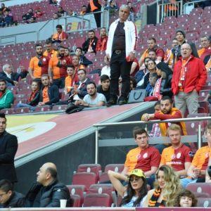 Galatasaray Tribünlerinde Fenerbahçe Şapkası