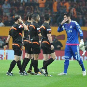 Galatasaray - Fenerbahçe Maçının İlk Yarı Fotoğrafları