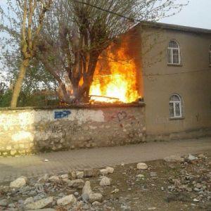 Çocukların Ateşle Oyunu Bahçeyi Yaktı