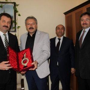 Türkiye Halk Sağlığı Kurum Başkan Yardımcısı Başarılı'ya Teşekkür Plaketi